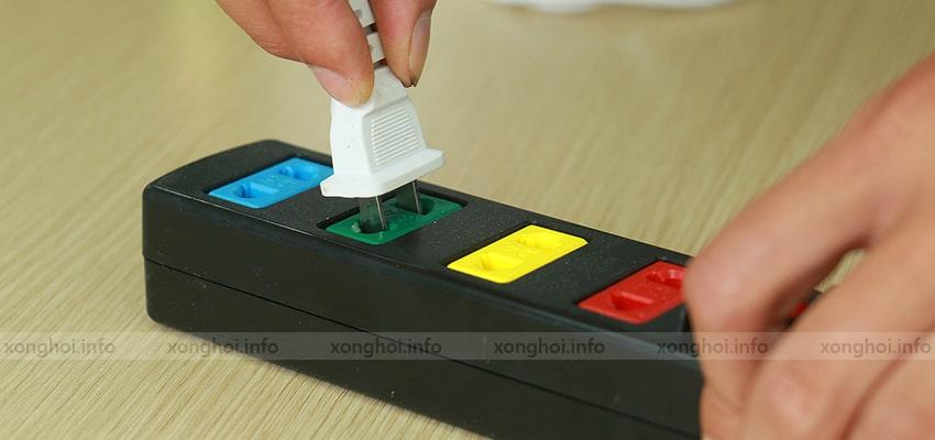 Bước 1: Trước khi kết nối với nguồn điện nên để đèn ở chế độ Tắt để đảm bảo an toàn.